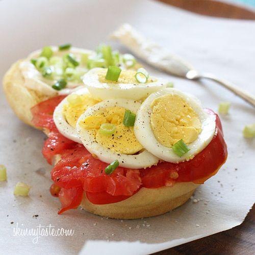 Egg-scallion-and-tomato-sandwich