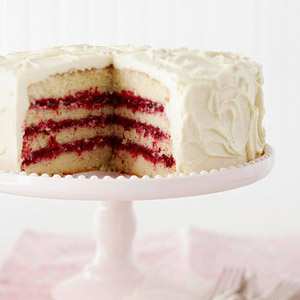 White-chocolate-layer-cake-with-cranberry-filling-R121046-ss